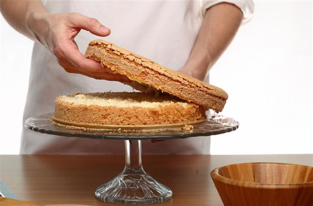 Making Victoria Sponge Cake