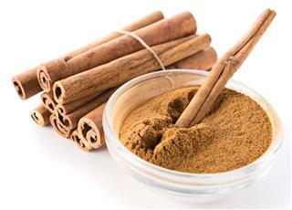 Bundle of cinnamon sticks and powder