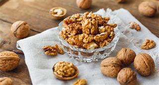 Glass bowl with walnuts