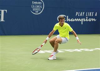 Nicolas Mahut Playing