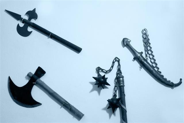 Dagger-axe