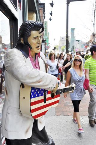 Elvis Presley Statue