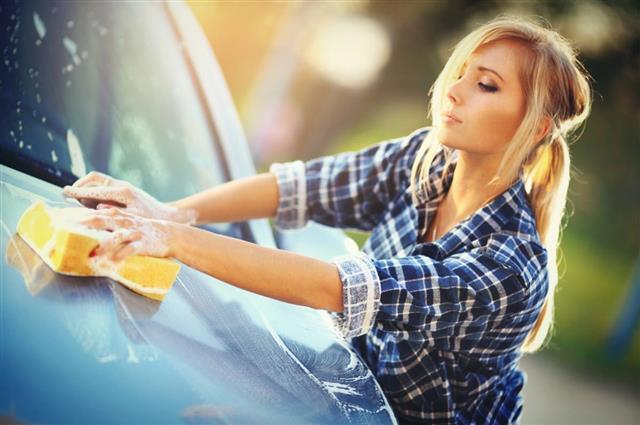 Car washing Women