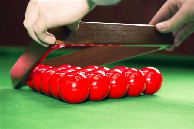 Racking up snooker balls