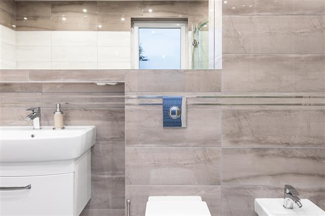 Luxurious travertine bathroom idea