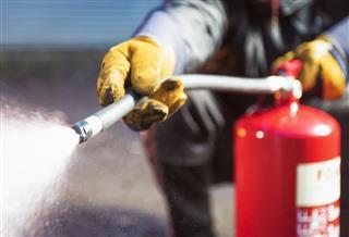 Foam fire extinguisher in action