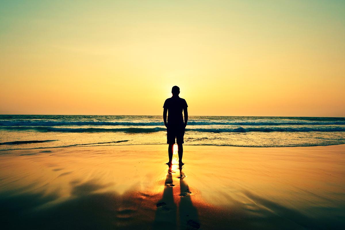 https://pixfeeds.com/images/23/542172/1200-459889049-alone-man-on-beach.jpg