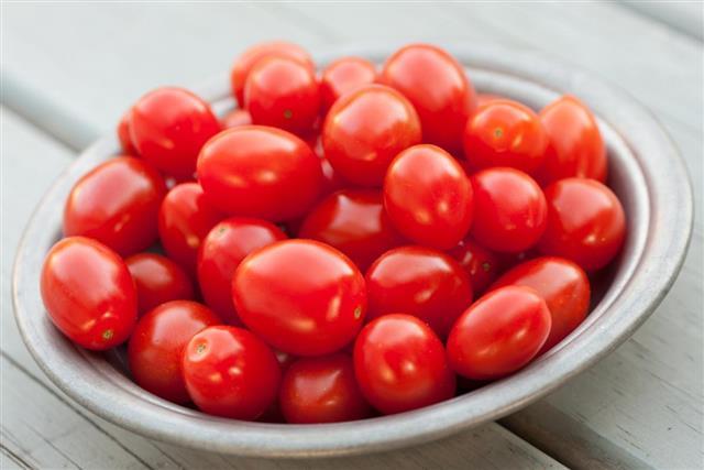 tomatoes in ceramic bowl