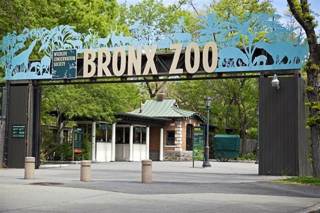 Entrance of Bronx Zoo