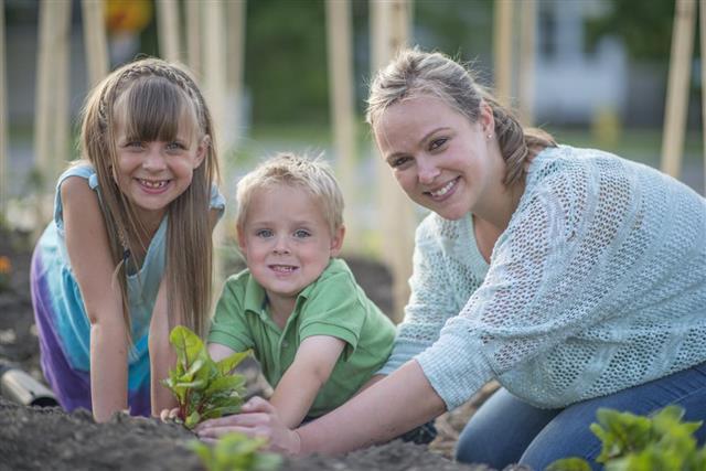 Gardening mother