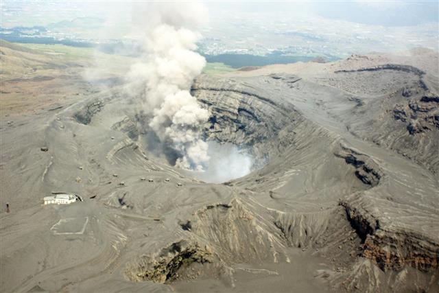 Mount Aso ??? Volcano