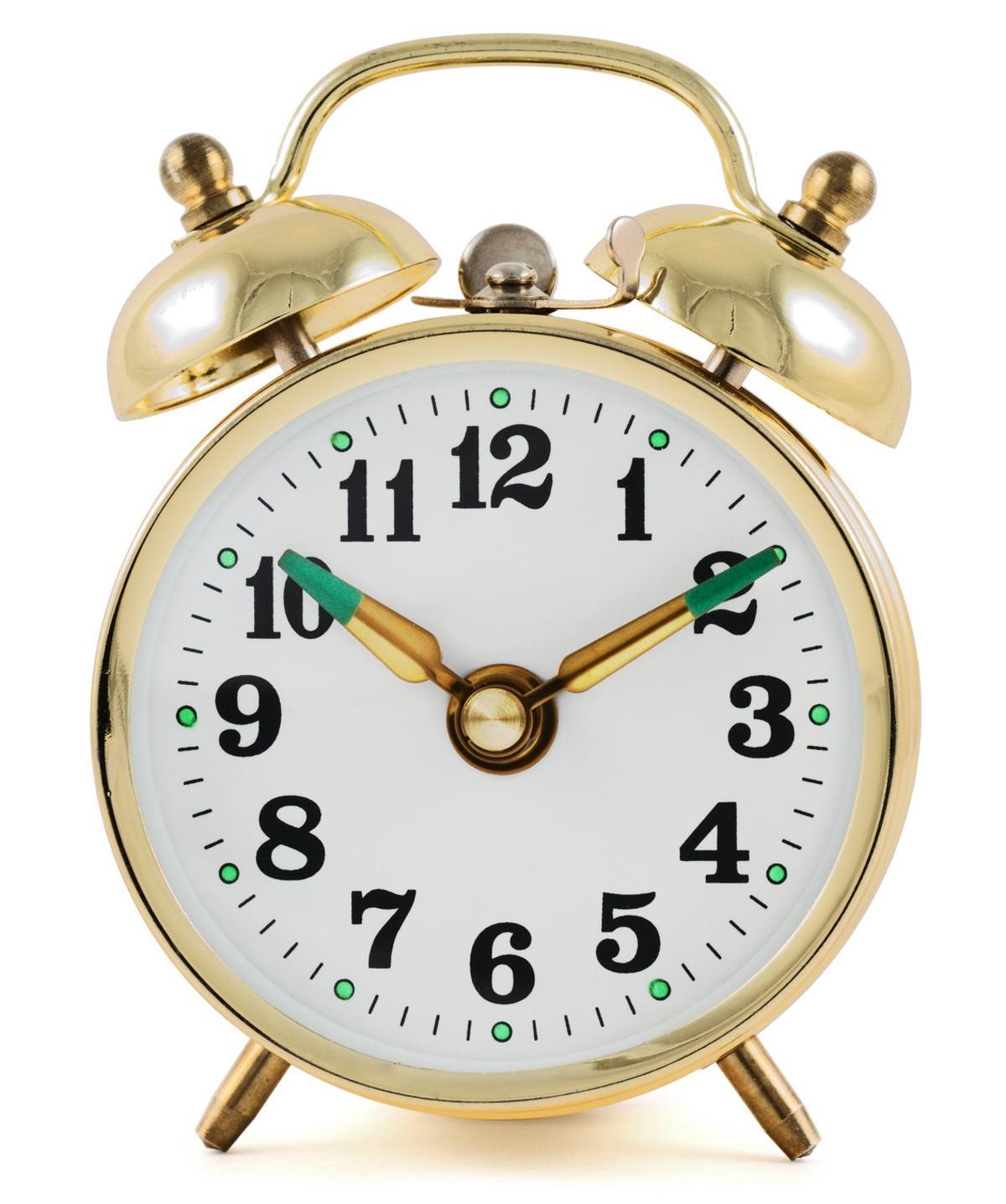 How to Set a Windup Alarm Clock - Home Quicks