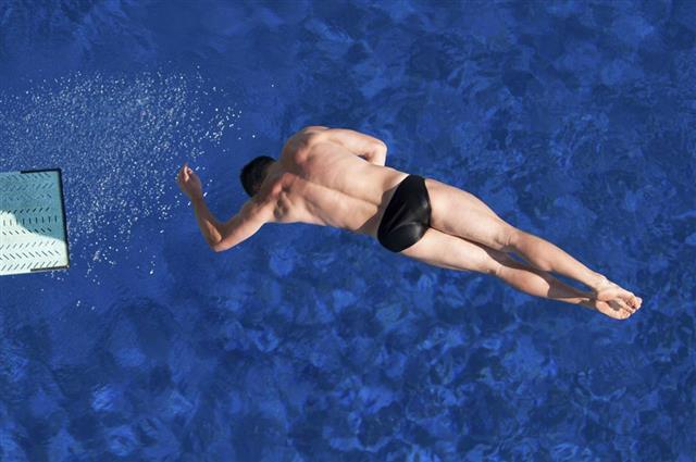 Twisting springboard dive
