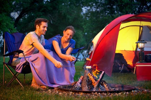 campers roasting food