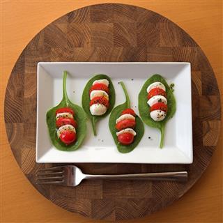 Tomato Mozzarella Spinach Salad