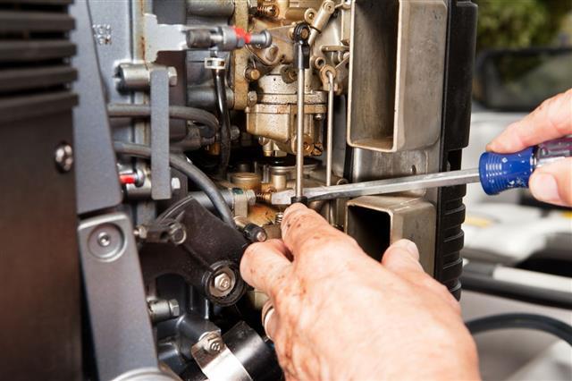 Adjusting Outboard Marine Engine Carburetor