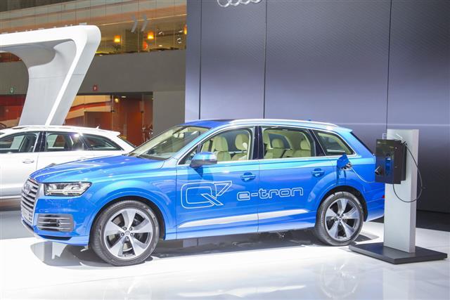 Audi Q7 E Tron Car