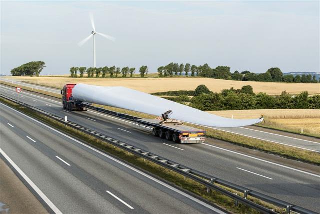 Wind Turbine Blade With Long Vehicle