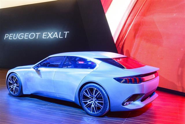 Peugeot Exalt Saloon Concept Car