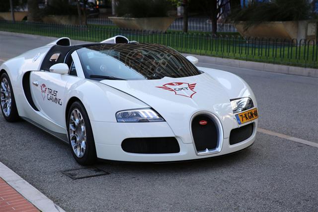 White Bugatti Veyron Grand Sport