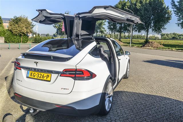 Tesla Model X P90D Car