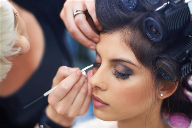 Hairdresser Applying