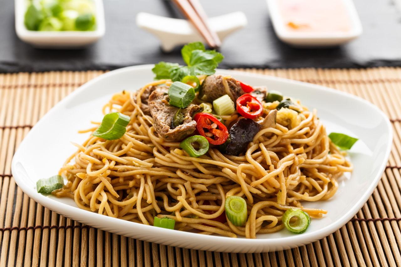 chow mein vs lo mein noodles. Black Bedroom Furniture Sets. Home Design Ideas