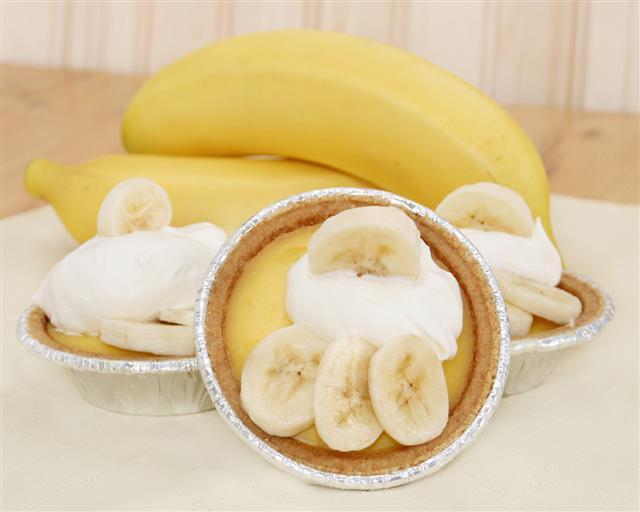Banana Pudding Tarts