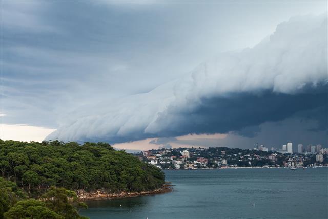 Shelf Cloud Over Sydney