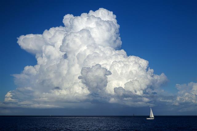 Beautiful Cumulus Cloud Over Ocean