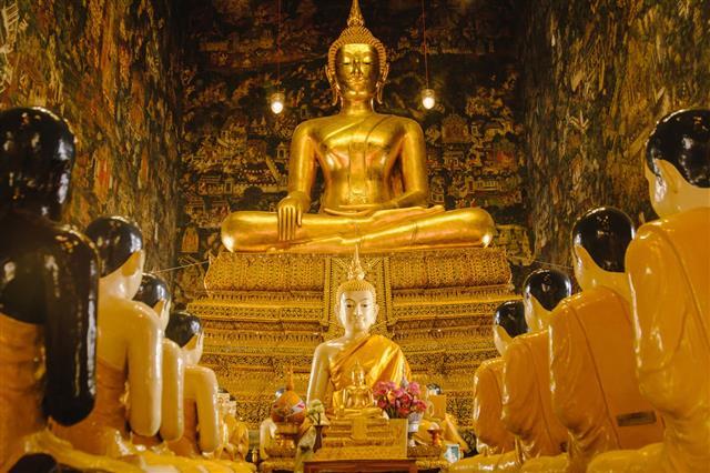 Thai Buddha Gold Statue