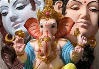 Ganesha With Shiva And Parvati Idols