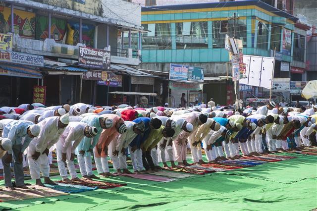 Group Of People Praying Namaz