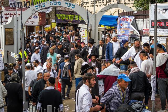 Pilgrims Hasidim Jews