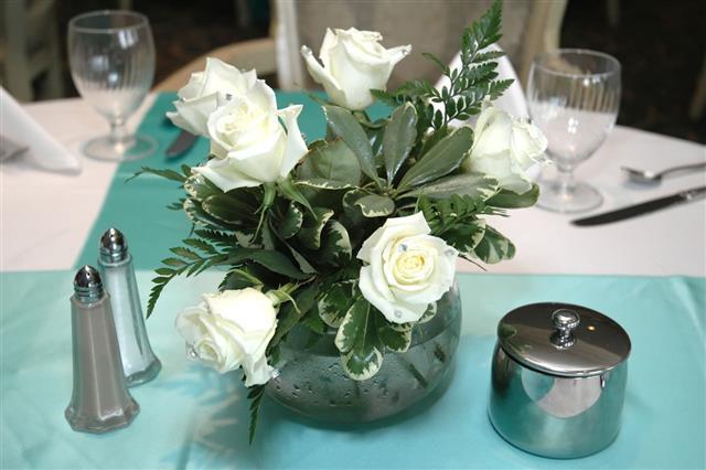 White Rose Centerpiece  0 / 100