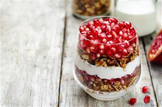 Greek Yogurt Granola Pomegranate Parfait