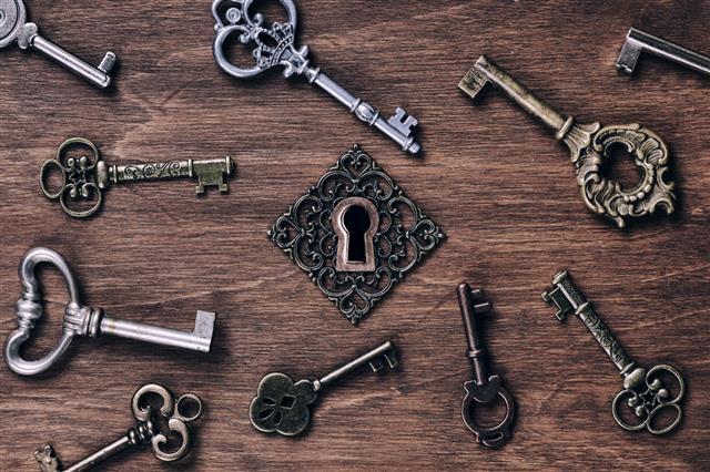 Keys And Keyhole