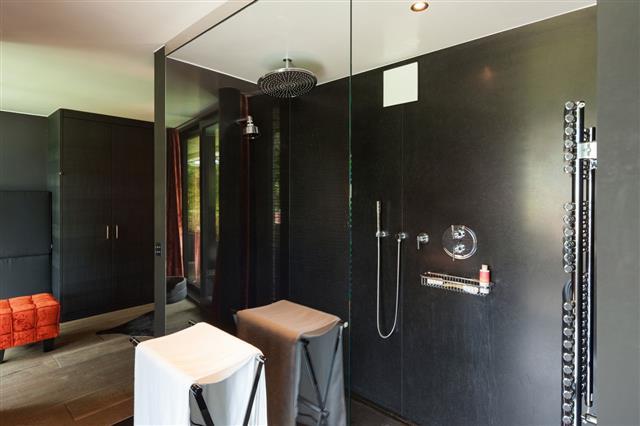 Interior Comfortable Bathroom