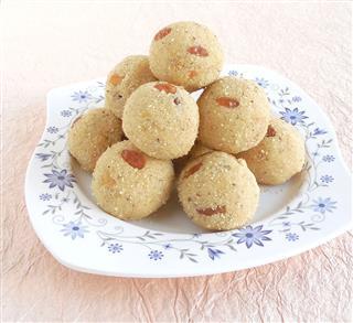 Indian Sweet Rava Laddu