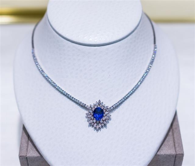 Blue Diamond Sapphire Necklace