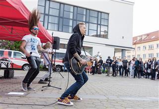 straat rappers rock rue popgroep presteren che montmartre ragazzi parijs executant groupe esegue banda sulla frankrijk della zonsondergang vide tableau