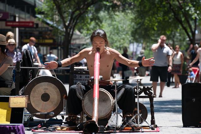 Aboriginal Didgeridoo Artist Downtown Sydney Australia