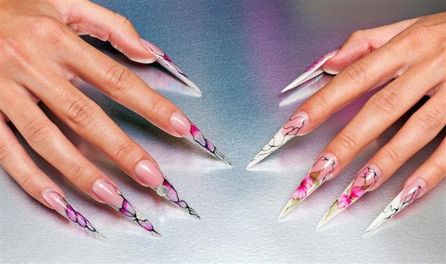 Artificial nails art