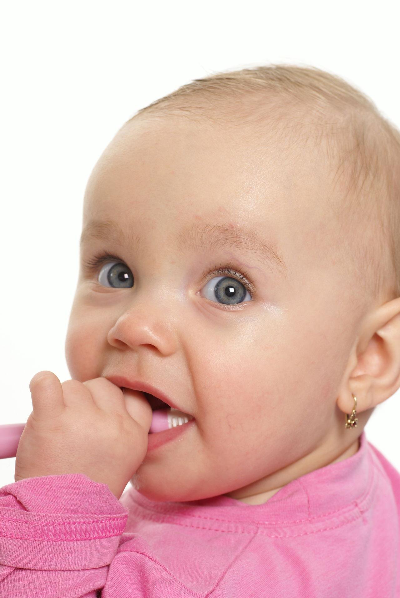 When do Babies Start Teething? - Apt Parenting