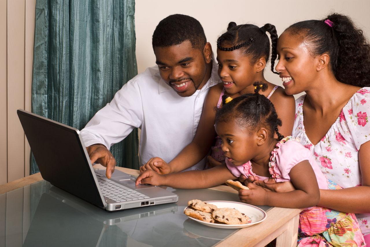 Free Webcam Chat Rooms for Kids - Is it Safe? - Apt Parenting