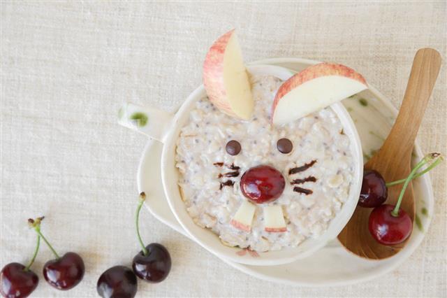 Oatmeal porridge with chia seeds