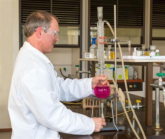 Chemist Heating And Distillating Fluid
