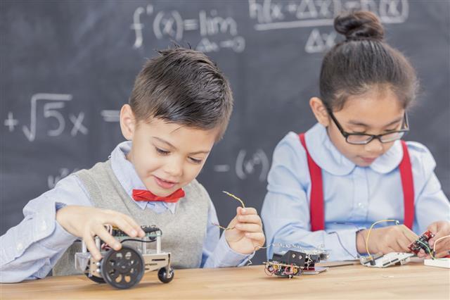 Science Students Build Robots