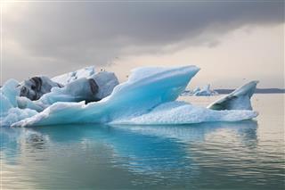 Icebergs at the Glacier lagoon of J?kulsarlon Iceland