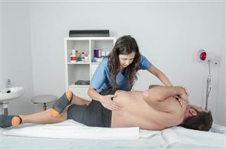 Manipulation technic on the sacro-iliac joints